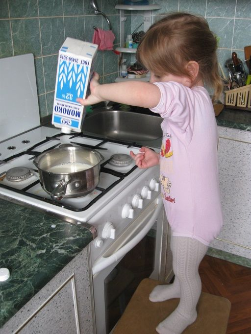 Pour the milk into the saucepan